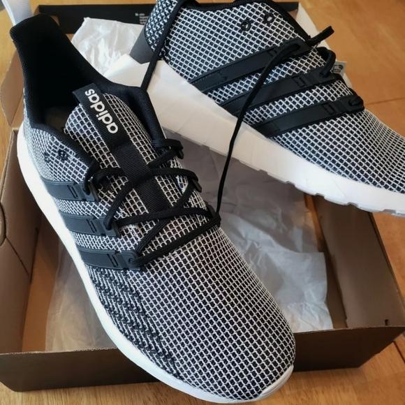 ADDIDAS  Men's Questar Flow Sneakers Size 12. GREY